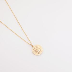 Collier médaille scarabée