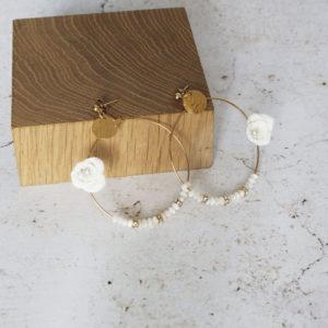 Boucles fleurs porcelaine et nacre