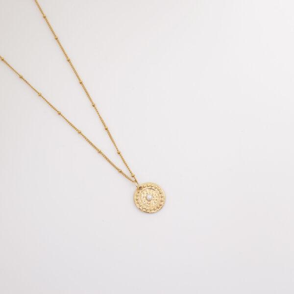 collier médaille et perle de culture