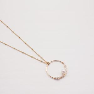 Collier anneau tissé de perles