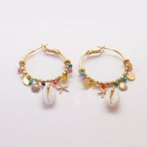 Créoles tissées de perles et cauris